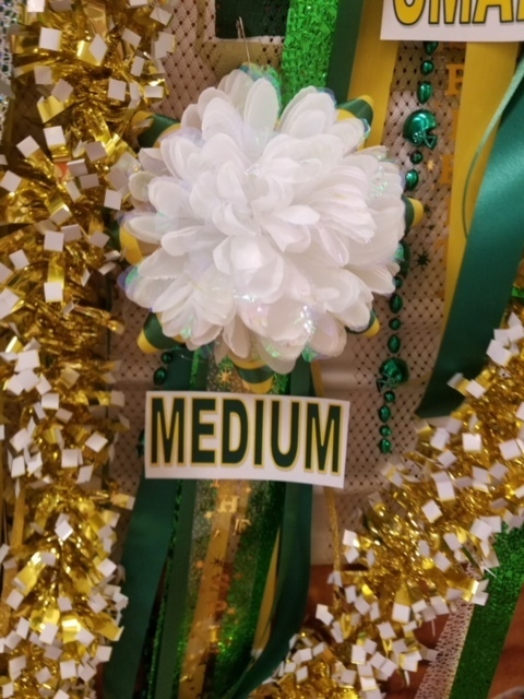 Medium white mum